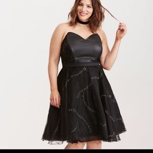 Black dress by DC Comics